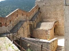 Fort Libéria (également sur commune de Fuilla) -  Fort Libéeria: Innenansicht der Brustwehr mit den mehr als 300 Jahre alten Eisengeländer