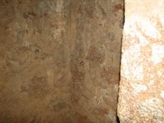 Fort Libéria (également sur commune de Fuilla) -  Fort Libéria: Der rosa Marmor des Belloc (Mauern des Fort)