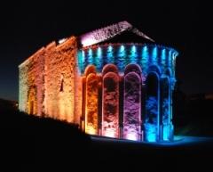 Chapelle Saint-Julien - Français:   Chapelle Saint Julien de nuit et éclairée