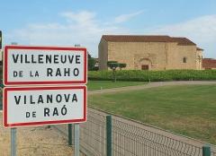 Chapelle Saint-Julien - English:   City limit signs in French and Catalan, Chapel Saint-Julien-et-Sainte-Basilisse, 12th century, in Villeneuve-de-la-Raho, Pyrénées-Orientales, France.