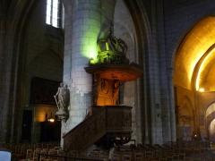 Eglise Saint-André - Français:   chaire en bois 17è siècle, église Saint-André, Angoulême, France