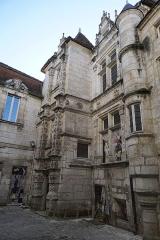 Maison dite Maison Saint-Simon - Français:   façade décorée lors du 44 FIBD de l\'hôtel st-Simon.