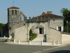 Eglise Saint-Maclou - English: town hall and church of Ars, Charente, SW France