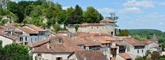 Château - Français:   Vue des toits et du château d\'Aubeterre-sur-Dronne, Charente, France, France.
