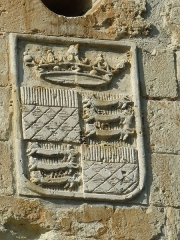 Château - English: English coat of arms on the gate of the castle of Aubeterre-sur-Dronne, Charente, SW France; Middle Age