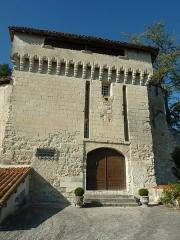 Château - English: gate of the castle of Aubeterre-sur-Dronne, Charente, SW France