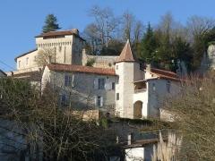 Château - Français:   Vue du château d\'Aubeterre depuis la Basse ville; Charente, France