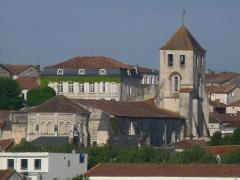Eglise Saint-Mathias - Français:   Eglise St-Mathias vue de l\'hôpital de Barbezieux, Charente, France