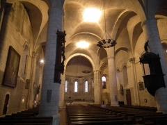 Eglise Saint-Mathias - Français:   Intérieur de l\'église de Barbezieux