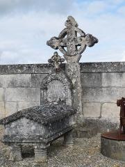 Croix de l'ancien cimetière - Français:   Croix, cimetière de Barret, Charente, France