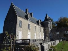 Château du Breuil - Deutsch: Château du Breuil bei Bonneuil, Südfront (Hofseite) und Terrasse von Südwesten