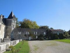 Château du Breuil - Deutsch: Château du Breuil bei Bonneuil, der an der Hofseite im Osten rechtwinklig angebaute Seitentrakt, gesehen von Westen