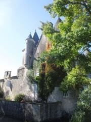 Château du Breuil - Deutsch: Das Château du Breuil bei Bonneuil, Ostseite mit Treppenturm, dahinter der Wirtschaftstrakt