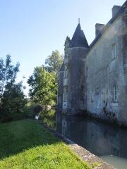 Château du Breuil - Deutsch: Das Château du Breuil bei Bonneuil, Nordfassade mit gemauertem Wassergraben