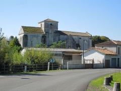 Eglise Saint-Pierre - Deutsch: Die Pfarrkirche Saint-Pierre in Bonneuil, Blick von Norden