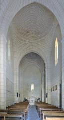 Eglise Saint-Jean-Baptiste - Français:   Intérieur de l\'église paroissiale Saint-Jean a Bourg-Charente en France - Église rebâtie dans le troisième quart du xiie siècle avec portail à quatre voussures, façade à trois étages et abside circulaire. Elle est classée monument historique depuis 1913