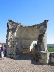 Château - Deutsch: Château de Bouteville, Obergeschoss des Torturms, Blick von der Hofseite