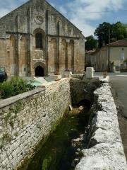 Eglise Saint-Nicolas - English: Church of Cellefrouin and fountain, Charente, France