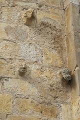 Eglise Saint-Nicolas - Deutsch: Ehemalige Abteikirche Saint-Nicolas in Cellefrouin im Département Charente (Nouvelle-Aquitaine/Frankreich), Kragsteine