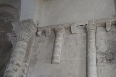Eglise Saint-Nicolas - Deutsch: Ehemalige Abteikirche Saint-Nicolas in Cellefrouin im Département Charente (Nouvelle-Aquitaine/Frankreich), Gesims