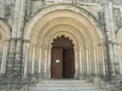 Eglise Saint-Martial - English: church St-Martial of Chalais, Charente, France