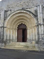 Eglise Saint-Martial - English: Église Saint-Martial in Chalais, Charente, France