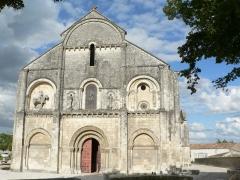 Eglise Saint-Pierre -  fronton de l'église de Châteauneuf-sur-Charente
