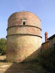 Château Chesnel -  pigeonnier de Château-Chesnel (1505)
