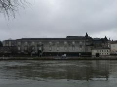 Château de François-Ier - Français:   Au bord de la Charente, le château de Cognac, Charente, France.