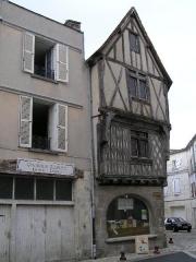 Immeuble dit Maison Lestrade ou Maison de la Lieutenance -  vieille maison de Cognac