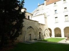 Ancien prieuré Saint-Léger - English: cloister of St-Léger church, Cognac, Charente, SW France