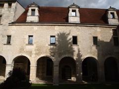 Ancien prieuré Saint-Léger - Français:   cloitre du prieuré Saint-Léger à Cognac