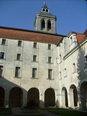 Ancien prieuré Saint-Léger - Français:   Le cloître de l\'ancien prieuré Saint-Léger