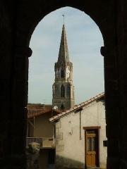 Eglise Saint-Maxime - Français:   ancien rempart, Confolens (Charente, France)