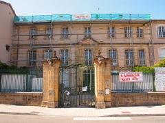Ancien hôtel Dassier des Brosses - Français:   Ancien hôtel Dassier des Brosses, devenu l\'hôtel de ville de Confolens en Charente (inscrit, 1973)