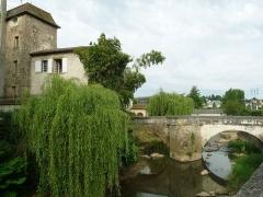 Manoir des Comtes - Français:   Pont sur le Goire, Confolens (Charente, France)