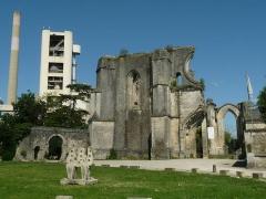 Ancienne abbaye Notre-Dame de la Couronne - English: ruins of the abbey of La Couronne, Charente, southwestern France