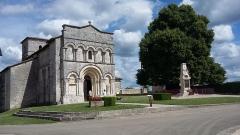 Eglise Saint-Martial - Français:   Eglise et Monument aux Morts de la commune de Dirac en Charente