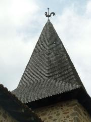 Eglise Saint-Etienne - Français:   église d\'Esse, Charente, France; toit du clocher couvert de tuiles en bois