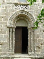 Eglise Saint-Etienne - Français:   entrée de l\'église d\'Esse, Charente, France