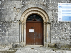 Eglise Saint-Pierre - Français:   Le portail de l\'église Saint-Pierre, Feuillade, Charente, France