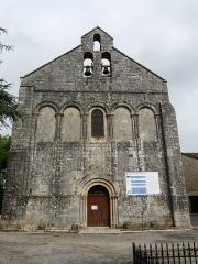 Eglise Saint-Pierre - Français:   La façade de l\'église Saint-Pierre, Feuillade, Charente, France