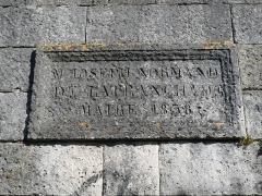 Château de la Tranchade - Français:   Rempart Desaix près de la tour Clovis, Angoulême, France. Plaque de travaux d\'arrasement de 1838. Maire: Joseph Normand de La Tranchade