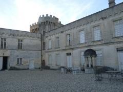 Château de la Tranchade - Français:   Château de la Tranchade, Garat, Charente, France. Cour intérieure