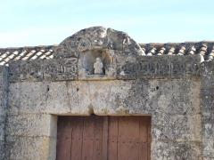 Château de la Tranchade - Français:   Château de la Tranchade, Garat, Charente, France. Statuette de saint près du portail d\'entrée