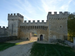 Château de la Tranchade - Français:   Château de la Tranchade, Garat, Charente, France. Portail d\'entrée vu du nord