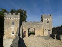 Château de la Tranchade - Français:   Château de la Tranchade, Garat, Charente, France. Portail d\'entrée vu du sud