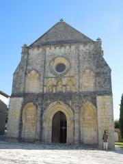 Eglise Notre-Dame-de-Lignières - Deutsch: Westfassade der Pfarrkirche Notre-Dame in Lignières-Sonneville
