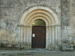 Eglise Saint-Etienne - English: front gate of the church of Magnac-Lavalette, Charente, SW France