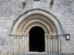 Eglise Saint-Gervais-Saint-Protais - Français:   Portail de l\'église de Marsac, Charente, France